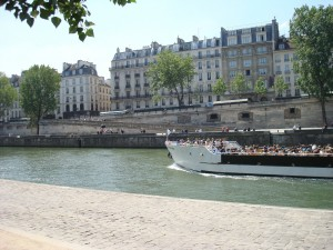 Walking along the Seine to the hotel