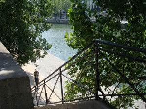 Steps down to the Seine