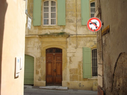 Arles - street no left turn