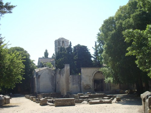 Arles - Alyscamp church ruins