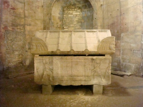 Arles - Alyscamps tomb